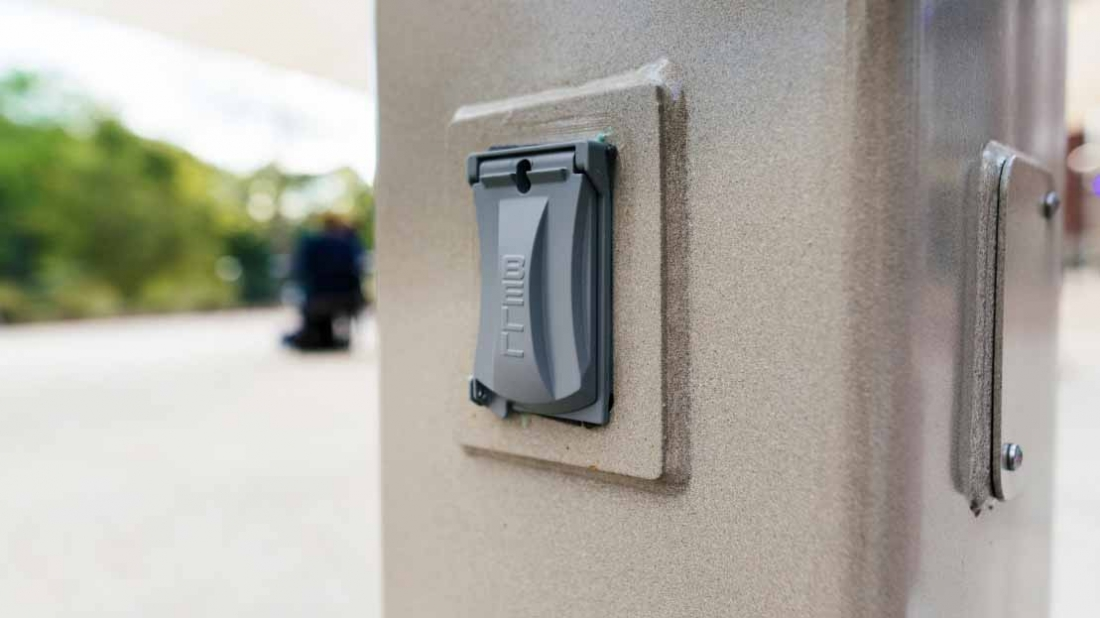 electrical access panel for shade post